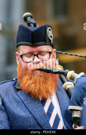 Glasgow, UK. 15th Aug 2018. Street performances continue in Buchanan Street, Glasgow with more international pipe bands playing near the Donald Dewar statue to entertain the public for free. The Pipe Band championships conclude on Saturday 18th August at Glasgow Green. Picture of DAVID WELSH, originally from Aberdeen, now living in Wellington New Zealand and playing with the Simon Fraser University pipe band from British Columbia, Canada Credit: Findlay/Alamy Live News - Stock Photo