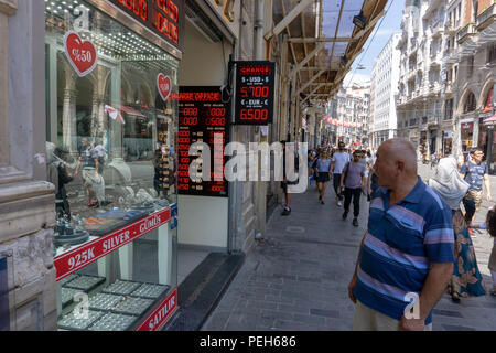 Istanbul, Turkey. 15th August 2018. A man watching the change in Turkish currency Credit: Engin Karaman/Alamy Live News - Stock Photo