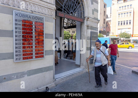 Istanbul, Turkey. 15th August 2018. A man walking in front of the change office Credit: Engin Karaman/Alamy Live News - Stock Photo