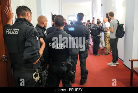 16 August 2018, Germany, Leipzig: Police and attendees enter the district court shortly before a trial concerning a particularly serious breach of peace begins. More than two and a half years after the riots of neo-Nazis in Leipzig's Connewitz district, the first defendants face their trial. During the riots on 11 January 2016, the windows of numerous shops were smashed and cars set on fire. Connewitz is considered a stronghold for leftist and autonomous groups.  More than 80 proceedings followed, each wit Credit: dpa picture alliance/Alamy Live News - Stock Photo