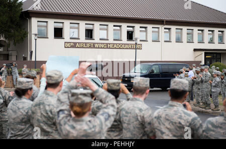 Airman 1st Class Spencer Stone is greeted with a 'Heroic Welcome' as he and Oregon National Guardsman Aleksander Skarlatos arrive at Ramstein Air Base, Germany, Aug. 24, 2015. More than 200 Airmen and their families came out to line the streets and thank Stone and his friends for their bravery. Stone arrived at Ramstein while in transit to Landstuhl Regional Medical Center for follow-on medical treatment. Stone received multiple injuries, all of which were non-life threatening, while subduing an armed gunman on a train traveling from Amsterdam to Paris. Stone is an ambulance service technician - Stock Photo