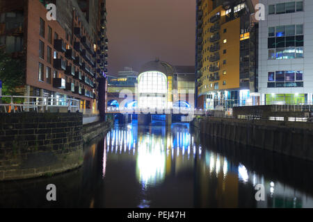 The newly built South Entrance to Leeds Station at night. - Stock Photo