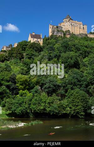 Chateau de Castelnaud high above the Dordogne River in the Dordogne region of France. - Stock Photo