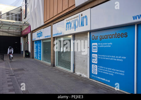 Now closed branch of Maplin electronics in the centre of Luton - Stock Photo