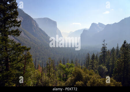 USA, California, Tunnel View in Yosemite National Park - Stock Photo