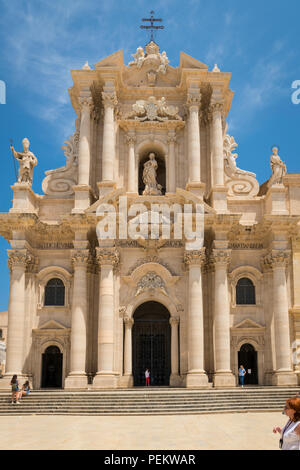 Italy Sicily Syracuse Siracusa Ortygia Piazza Duomo Baroque Duomo Templo di Minerva cathedral built by Saint Bishop Zosimo facade detail pillars - Stock Photo