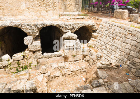 Italy Sicily Syracuse Siracusa Viale Paradiso Neapolis Archeological Park Parco Archeologico della Neapolis Piscina Romana Roman reservoir water pool - Stock Photo