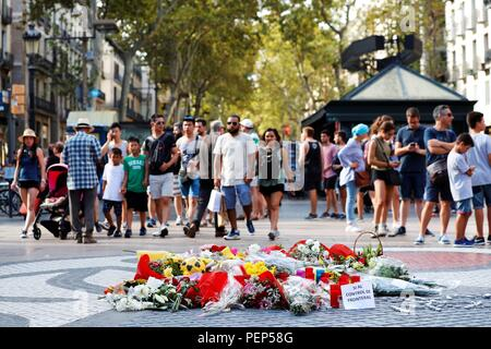 Barcelona, Spain. 16th Aug, 2018. Some people place objects and flowers at a memorial in memory of the victims during a ceremony held at Las Ramblas, Barcelona, north eastern Spain, 16 August 2018, a day before the first anniversary of the Barcelona and Cambrils terrorist attacks on 17 August 2017, where 14 people died and over a hundred were wounded when two vehicles crashed into pedestrians in Las Ramblas, downtown Barcelona and on a promenade in Cambrils. Credit: Alejandro Garcia/EFE/Alamy Live News - Stock Photo