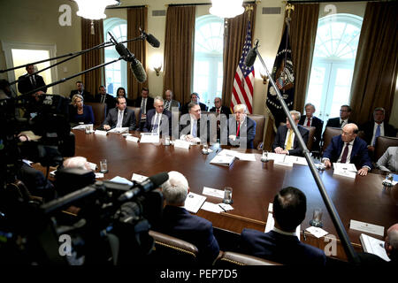 Washington, USA. August 16, 2018 - Washington, District of Columbia, United States of America - United States President Donald J. Trump, center, hosts a Cabinet Meeting in the Cabinet Room of the White House on August 16, 2018 in Washington, DC. Credit: Oliver Contreras/CNP/ZUMA Wire/Alamy Live News - Stock Photo