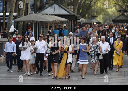 Barcelona, Catalonia, Spain. 17th Aug, 2018. August 17, 2018 - Barcelona, Spain - Tribute terrorist attack of Barcelona; Family of the victims during the tribute. Credit: Eric Alonso/ZUMA Wire/Alamy Live News - Stock Photo