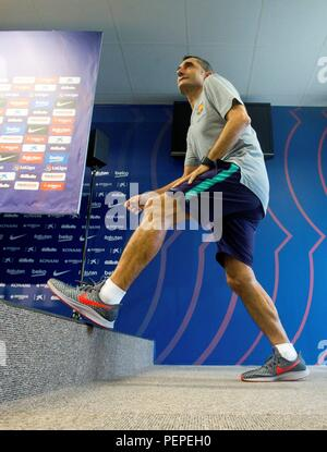 Barcelona, Spain. 17th Aug, 2018. FC Barcelona's head coach Ernesto Valverde attends a press conference in Barcelona, Catalonia, Spain, 17 August 2018. Barcelona will face Deportivo Alaves on 18 August 2018 in their Spanish Primera Division soccer match at Camp Nou Stadium. Credit: Enric Fontcuberta/EFE/Alamy Live News - Stock Photo