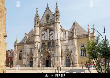 Saint Eloi Church, Dunkirk, Dunkerque, Hants-de-France, France, with bullet holes and damage from world war 2 - Stock Photo