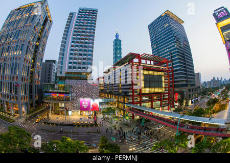 Taiwan, Taipei, Xinyi downtown district, the prime shopping and financial district of Taipei - Stock Photo