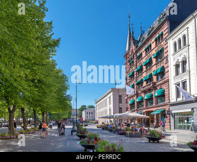 Cafes, bars, restaurants and shops on Karl Johans gate looking towards the University, Oslo, Norway - Stock Photo