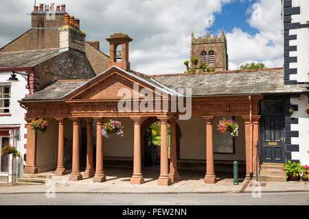 UK, Cumbria, Eden Valley, Kirkby Stephen, Market Square, 1810 Cloister given by John Waller - Stock Photo