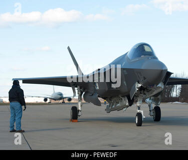 160205-O-ZZ999-924 NAS Patuxent River (February 5, 2016) A member of the Pax River Integrated Test Force (ITF) stands at the ready as Italian Air Force (Aeronautica Militare) aircraft AL-1 — the first F-35 Lightning II international jet fully built overseas at the Cameri Final Assembly & Check-Out (FACO) facility at Cameri Air Base, Italy — arrives at the Navy's Electromagnetic Environmental Effects (EEE) test and evaluation laboratory aboard Naval Air Station (NAS) Patuxent River on Feb. 5, 2016. (U.S. Navy photo courtesy Andy Wolfe/Released) - Stock Photo