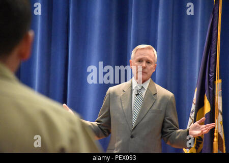 20160208-N-HN356-001 STENNIS SPACE CENTER, Miss.  Navy Secretary Ray Mabus responds to a question during an All Hands at Stennis Space Center, Miss., with Sailors, Marines and civilians from the Naval Oceanography assests based there. - Stock Photo
