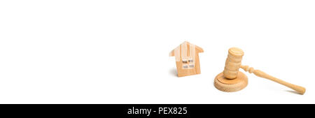 Wooden house and hammer of the judge on a white background. trial property. The court decision on the transfer of property, the nationalization of pro - Stock Photo