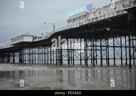 Early morning Low tide on Brighton seafront - Stock Photo