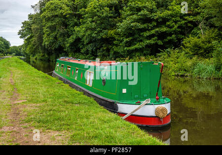 The Staffordshire and Worcestershire Canal near Penkridge Staffordshire with a Narrowboat moored up. - Stock Photo