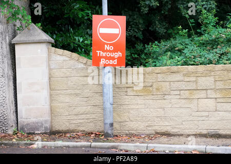 No through road sign at entrance to private housing estate development - Stock Photo