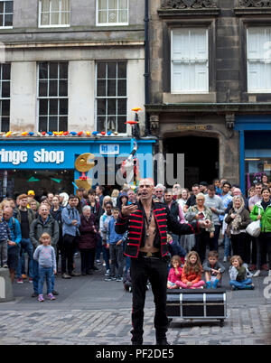 The Mighty Gareth, street performer, Edinburgh Fringe Festival, Royal MIle, Edinburgh Scotland, UK - Stock Photo