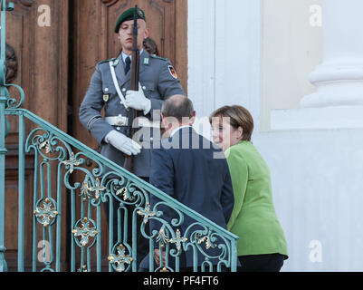 Meseberg, Germany. 18th Aug, 2018. German Chancellor Angela Merkel (1st R) talks with visiting Russian President Vladimir Putin (2nd R) at the Schloss Meseberg, north of Berlin, Germany, on Aug. 18, 2018. German Chancellor Angela Merkel and Russian President Vladimir Putin held talks in north of Berlin on Saturday, with the topics ranging from Syria, Ukraine, Iran as well as the Nord Stream 2 gas pipeline project. Credit: Shan Yuqi/Xinhua/Alamy Live News - Stock Photo