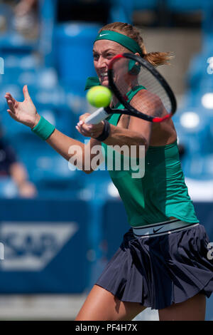 Cincinnati, OH, USA. 18th Aug, 2018. Western and Southern Open Tennis, Cincinnati, OH - August 18, 2018 - Petra Kvitova in action against Kiki Bertens in the semi finals of the Western and Southern Tennis tournament held in Cincinnati. - Photo by Wally Nell/ZUMA Press Credit: Wally Nell/ZUMA Wire/Alamy Live News - Stock Photo