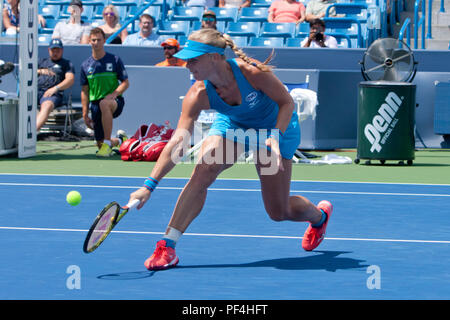 Cincinnati, OH, USA. 18th Aug, 2018. Western and Southern Open Tennis, Cincinnati, OH - August 18, 2018 - Kiki Bertens in action againstPetra Kvitova in the semi finals of the Western and Southern Tennis tournament held in Cincinnati. - Photo by Wally Nell/ZUMA Press Credit: Wally Nell/ZUMA Wire/Alamy Live News - Stock Photo