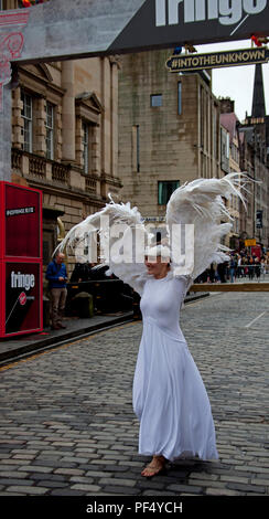 Edinburgh, Scotland, UK 19 August 2018. Edinburgh Fringe impromtu appearance on Royal Mile by 'Angelbird', Elizabeth Yochim, dancer, part bird, part woman, human. Traveling the world, performing, instigating conversations about freedom & dreams. People taking flight. - Stock Photo