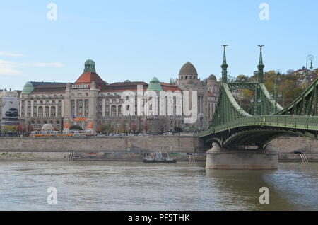 Géllert spa hotel on Buda side and Liberty bridge (Szabadság híd), Budapest, 1896, designed by János Feketeházy, both in Art Nouveau style - Stock Photo