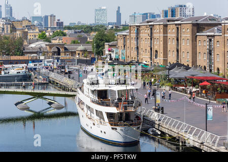 North Dock Canal, Canary Wharf, London Borough of Tower Hamlets, Greater London, England, United Kingdom - Stock Photo