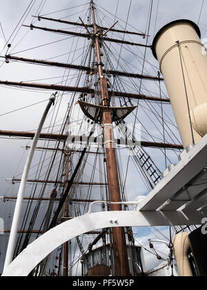 Funnel and rigging on RRS Discovery, Captain Scott's Antarctic ship, Discovery Point, Dundee, Scotland, UK - Stock Photo
