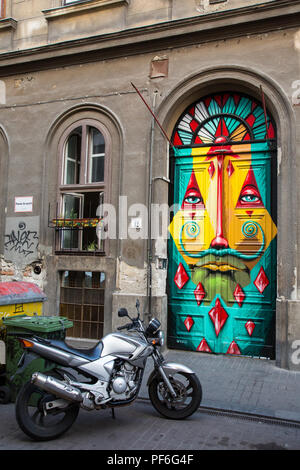 Budapest, Hungary. 14th August, 2018. A painted door in Kazinczy Street in the Jewish quarter. - Stock Photo