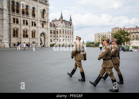 Budapest, Hungary. 15th August, 2018. The changing of the guards outside the Hungarian Parliament building. - Stock Photo