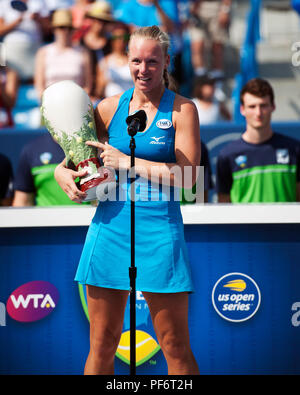Mason, Ohio, USA. August 19, 2018: Kiki Bartens (NED) addresses the crowd on her first Western Southern Open win in Mason, Ohio, USA. Brent Clark/Alamy Live News - Stock Photo