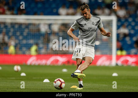 Santiago Bernabeu, Madrid, Spain. 19th Aug, 2018. La Liga football, Real Madrid versus Getafe; Gareth Bale (Real Madrid) Pre-match warm-up Credit: Action Plus Sports/Alamy Live News - Stock Photo