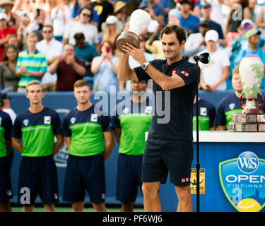 Mason, Ohio, USA. August 19, 2018: Roger Federer (SUI) during the award ceremony at the Western Southern Open in Mason, Ohio, USA. Brent Clark/Alamy Live News - Stock Photo