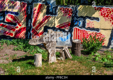 Berlin, Mitte.Niemandsland Garten, No Mans Land Garden. Church Community garden project behind Chapel of Reconciliation,Old wood sculpture & graffiti - Stock Photo