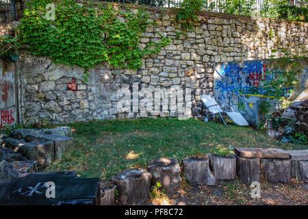 Berlin, Mitte.Niemandsland Garten, No Mans Land Garden.Graveyard relicts & graffiti in Church Community garden project behind Chapel of Reconciliation - Stock Photo