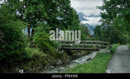 Europa Schweiz Sarganser Land Wangs Pizol - Kleine Holzbrücke über den Fluss - Stock Photo