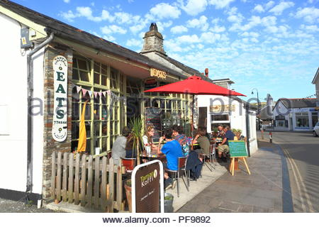 Early Evening Alfresco Dining at the 'Eats' restaurant during holiday season at Tintagel, North Cornwall UK. Summer August 2018 - Stock Photo