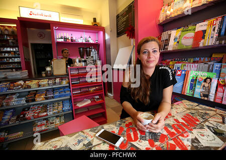 Cologne, Germany. 09th Aug, 2018. Shirin Shaghaghi sitting in her kiosk. North Rhine-Westphalia is regarded as a kiosk stronghold. In addition to more classic drinking halls in the Ruhr area, there are now also hip kiosks in trendy neighbourhoods. Credit: Oliver Berg/dpa/Alamy Live News - Stock Photo