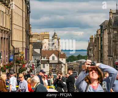Edinburgh Fringe, Edinburgh, Scotland, UK. 21st August 2018.  Fringe goers and festival performers throng the Virgin Money sponsored street venue on the Royal Mile in the last week of the fringe festival - Stock Photo
