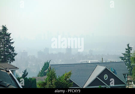 Burnaby, BC, Canada (Metro Vancouver). 21st August, 2018.  Looking south from North Burnab, the highrises in the distance are obscured by smoke coming from distant wildfires in the province. On this August morning air quality continues to be very poor and an advisory is in effect.  There are around 550 wildfires currently burning in British Columbia. Credit: Maria Janicki/Alamy Live News - Stock Photo