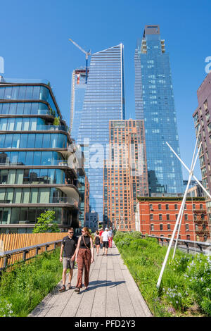 People walking along The High Line in New York - Stock Photo