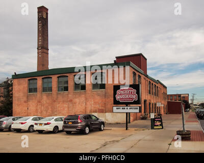 Syracuse, New York, USA. August 11, 2018.  View of The Spaghetti Warehouse Restaurant, a popular dining establishment in the historic Franklin Square  - Stock Photo