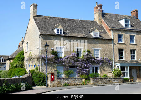 Cottages in Charlbury, a small Oxfordshire town, England - Stock Photo