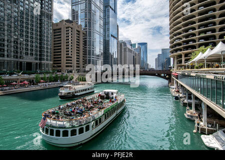 View of the cruising yacht Chicago´s Leading Lady from the State Street Bridge (Bataan-Corregidor Memorial Bridge), Chicago River, Downtown Chicago. - Stock Photo
