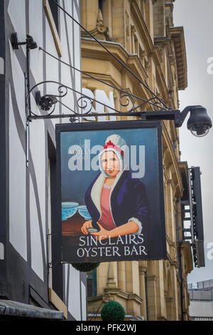 Sinclairs Oyster Bar in Shambles Square, Manchester - Stock Photo